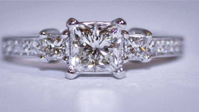 Omaha Diamond Er Specializes In Purchasing Large Carat Rings Bespoke Wedding And Estate Jewelry From The World S Finest Luxury Brands